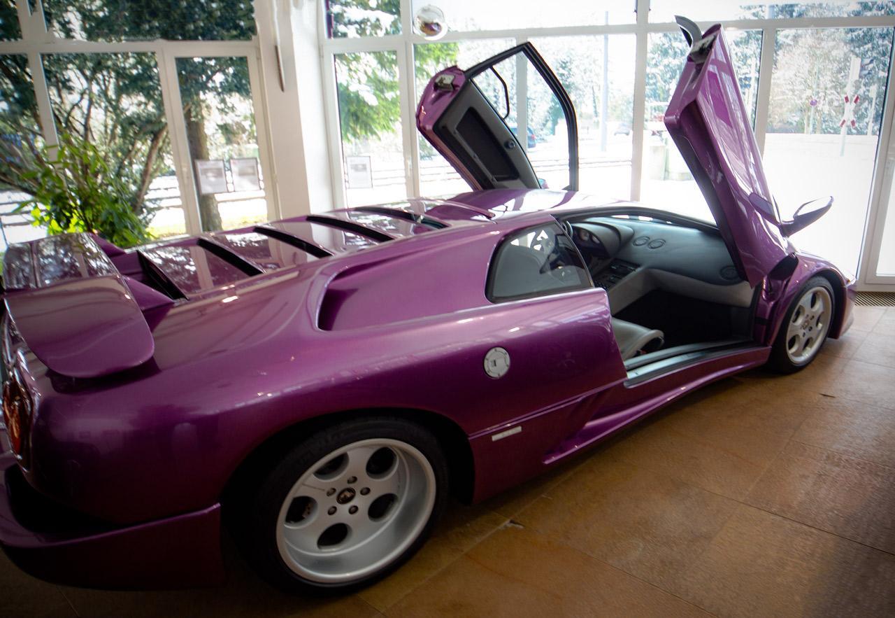 Ein Lamborghini Diablo in Lila