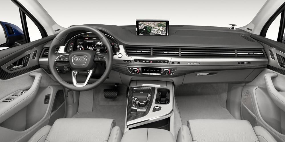 Der Innenraum eines Audi Q7 (2016).