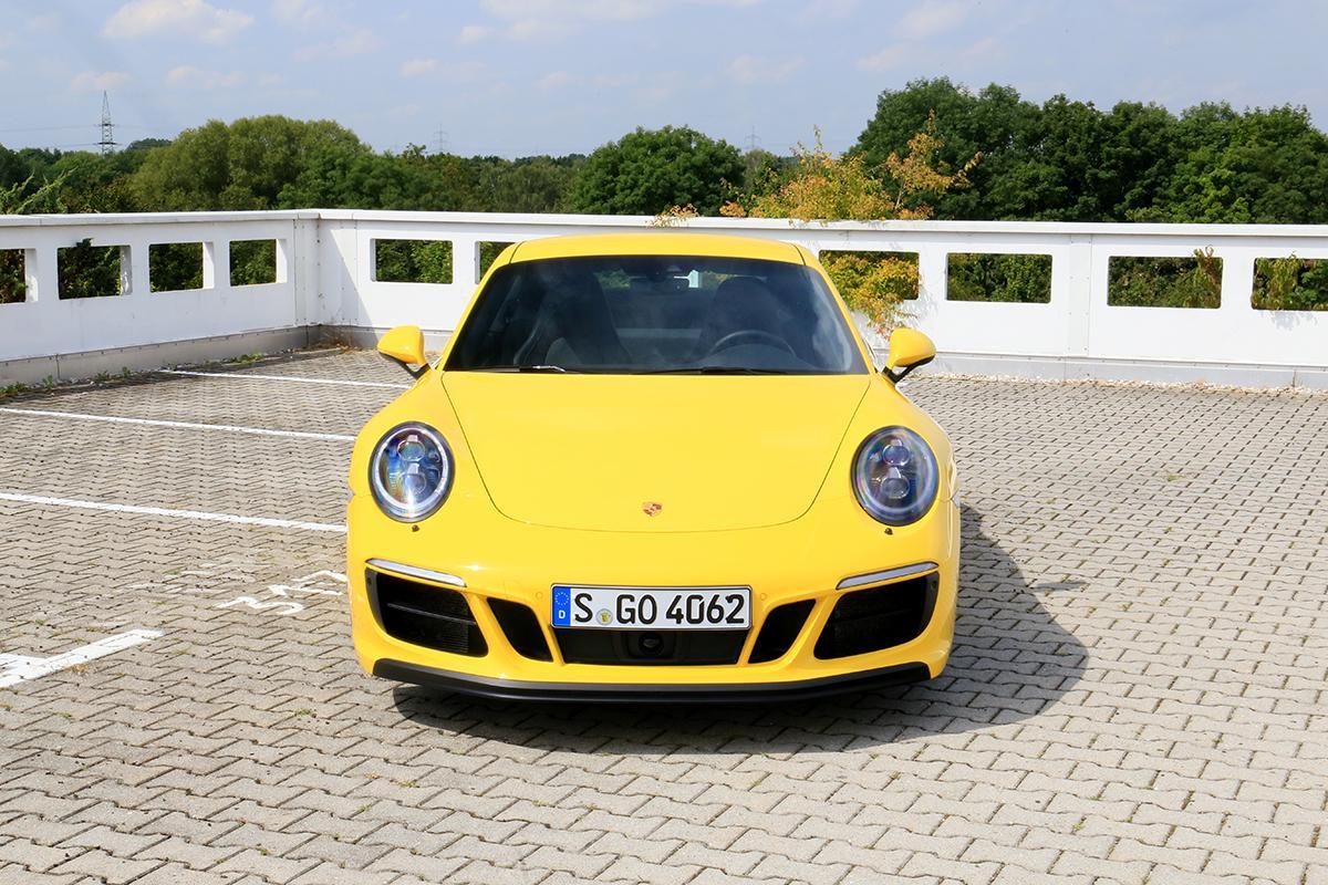 Porsche 911 Carrera GTS frontal