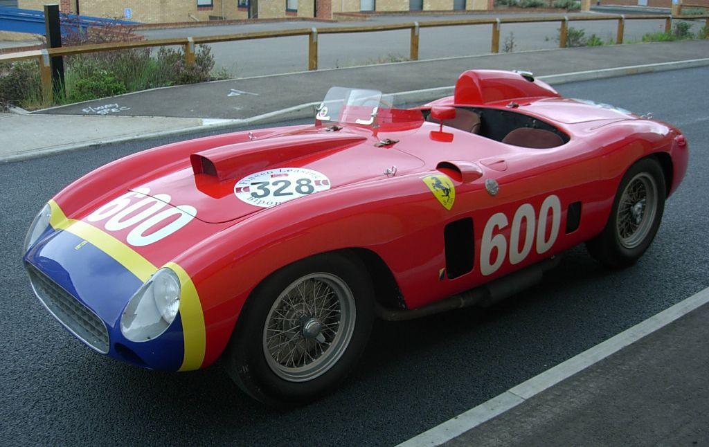 Ferrari 290 MM alias 28 Million Dollar Lady auf Straße stehend fotografiert, schräg links vorne