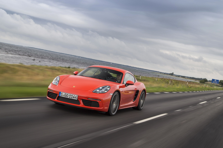 Halbseitenansicht des Porsche Cayman S