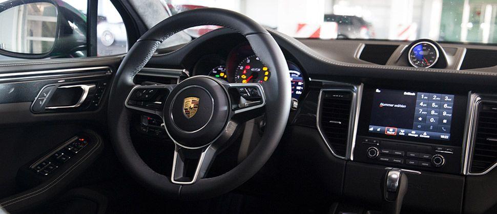 Dashboard des Porsche Macan GTS.