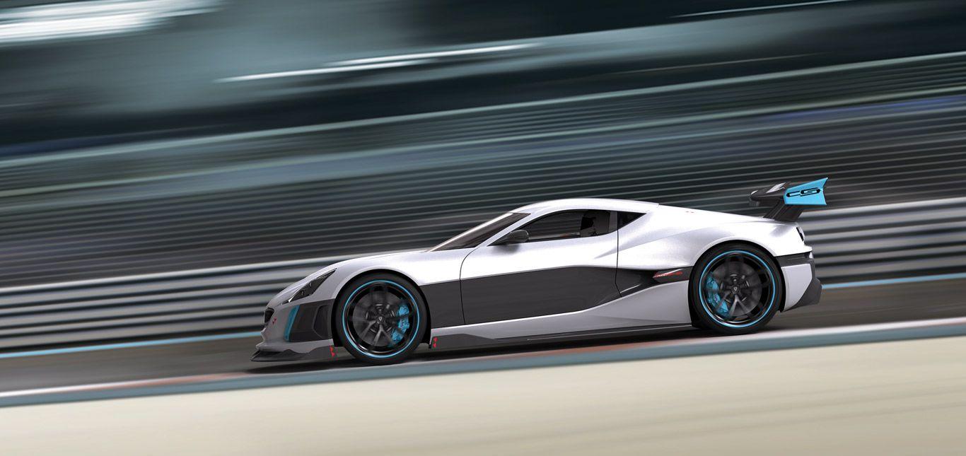 Der silberfarbene Rimac Concept S auf einer Rennstrecke in voller Fahrt.