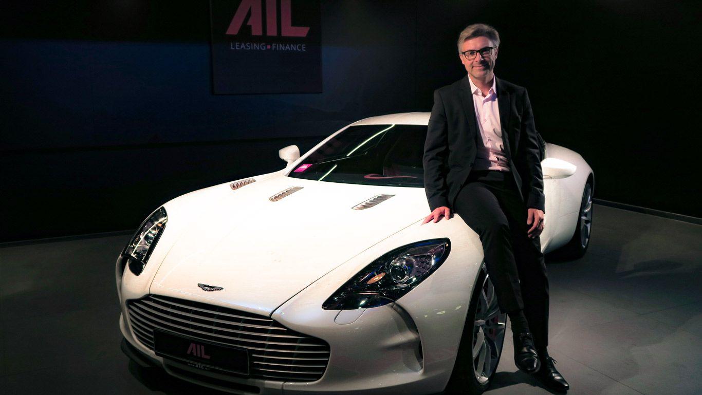 AIL-CEO Christian Finke vor dem Aston Martin One-77 mit der Produktionsnummer 67.