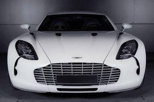 Der Aston Martin One-77 in weiß von vorn.