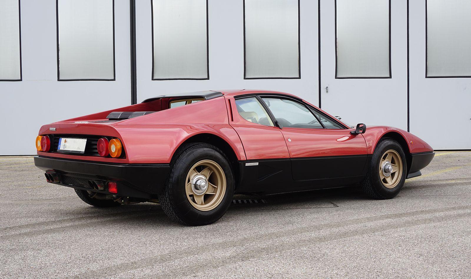 Ferrari 512 BBi Rosso Robino schräg rechts hinten