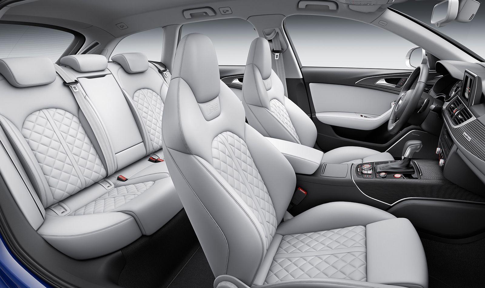 Innenraum des Audi S6 Avant mit weißen Ledersitzen