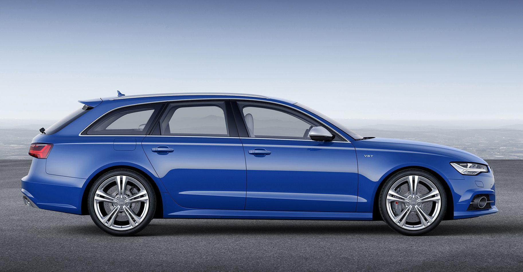 Blauer Audi S6 Avant in Seitenansicht von rechts