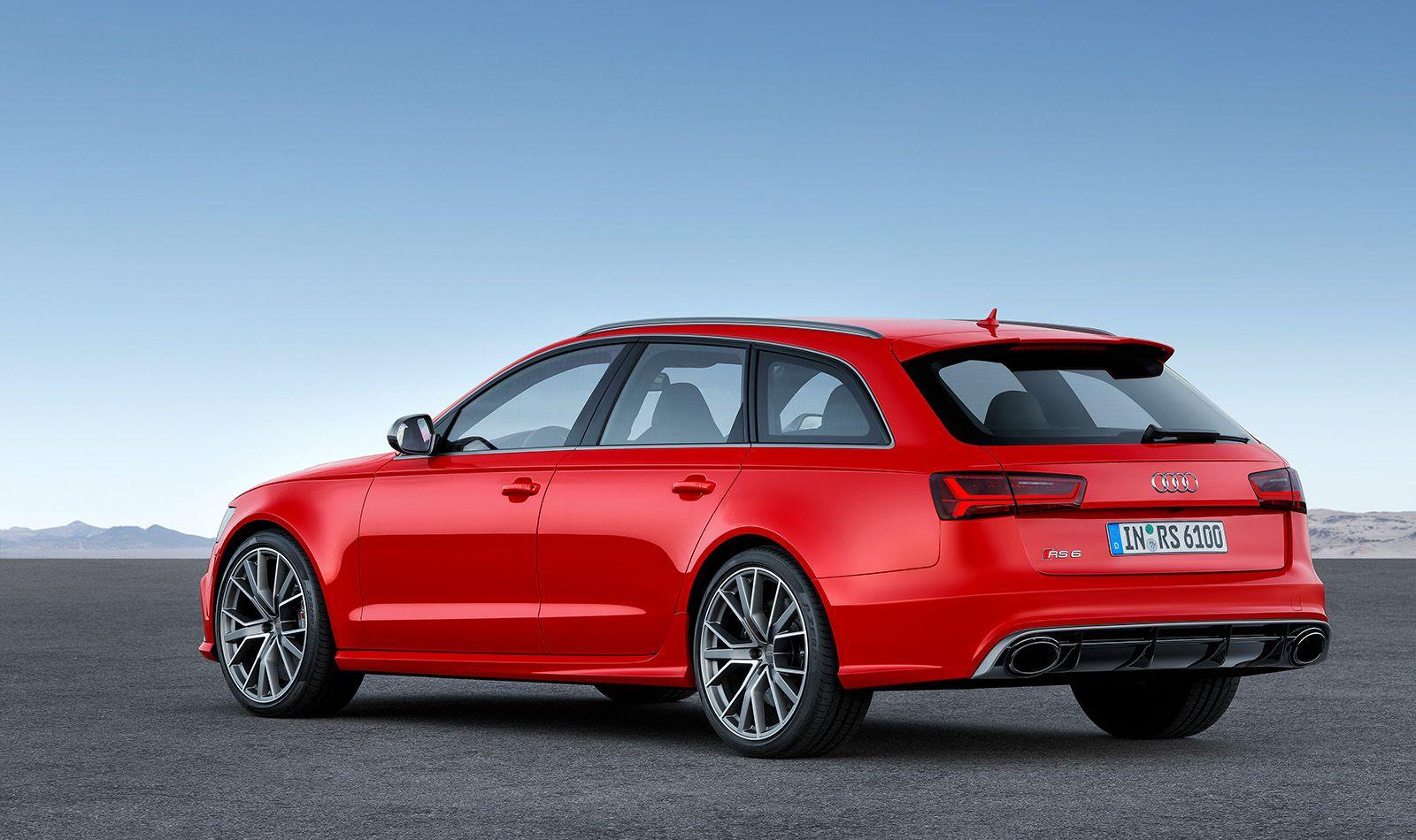 Audi RS6 Avant rot schräg links hinten stehend