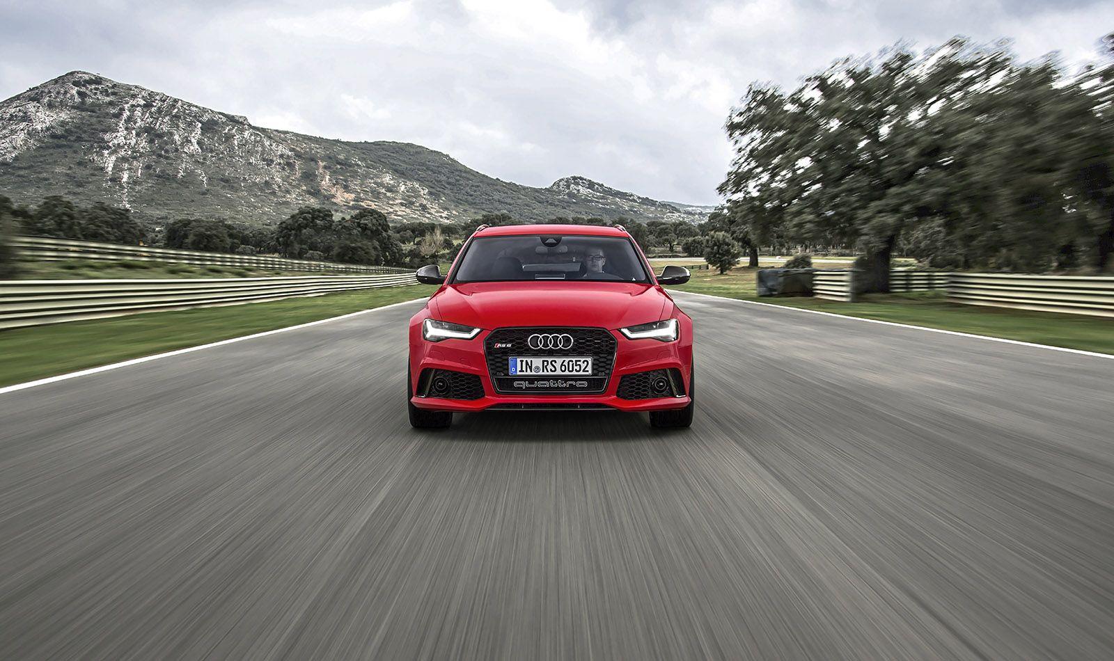 Audi RS6 Avant rot frontal von vorne fahrend Fluchtperspektive
