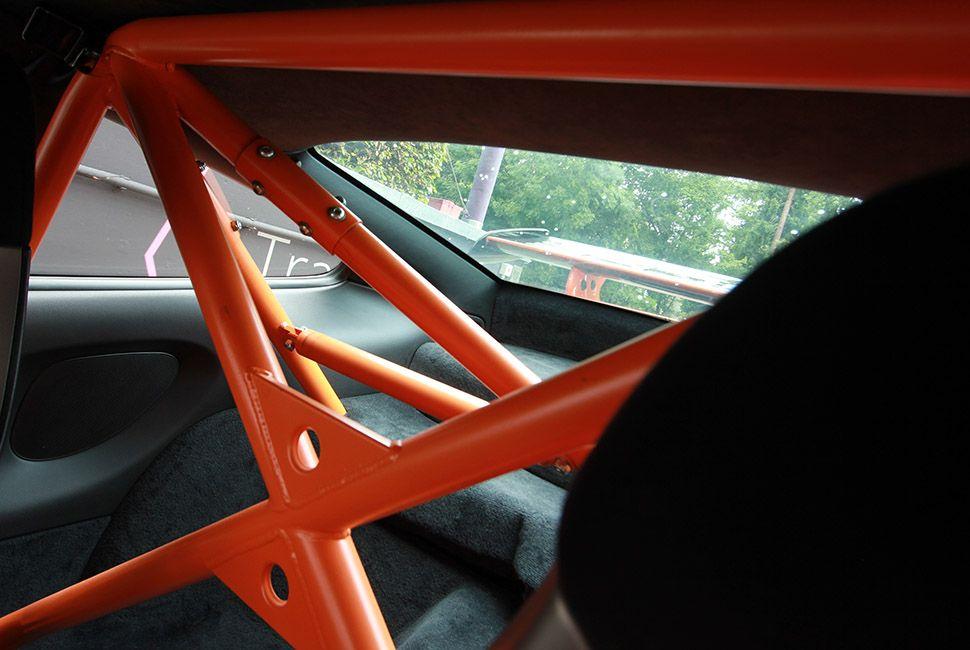 Überrollkäfig in Orange in einem 911 997 GT3 RS
