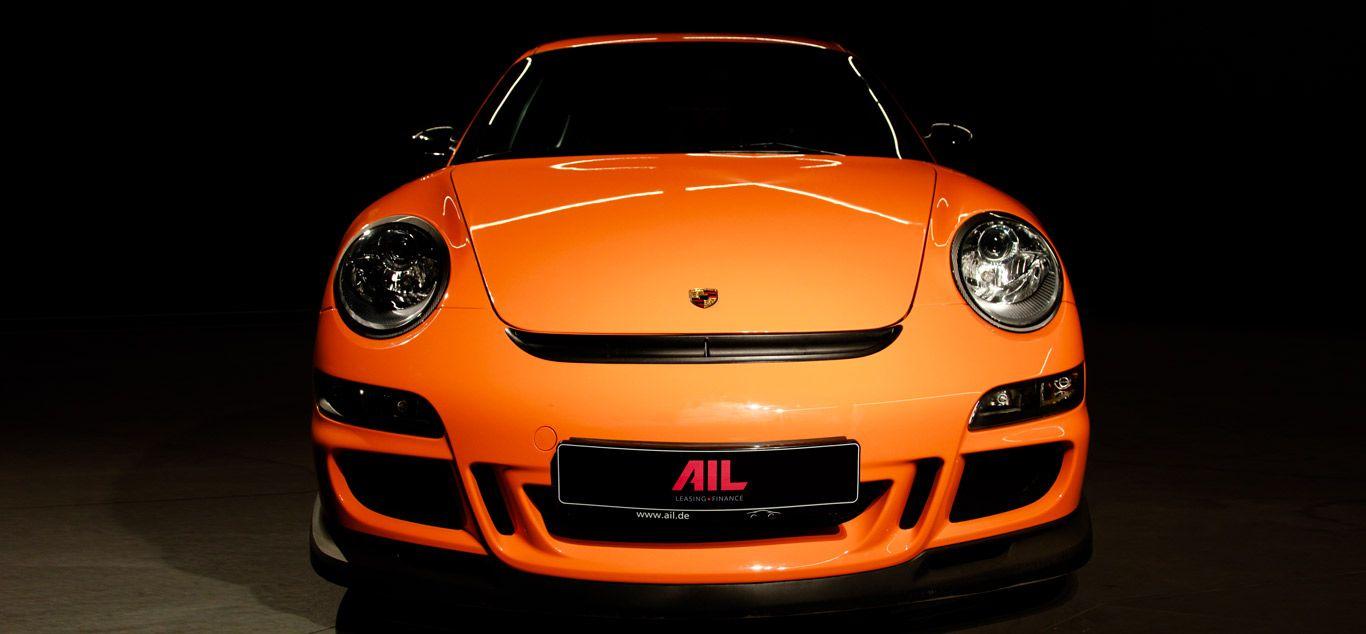 Oranger Porsche 911 GT3 RS stehend frontal