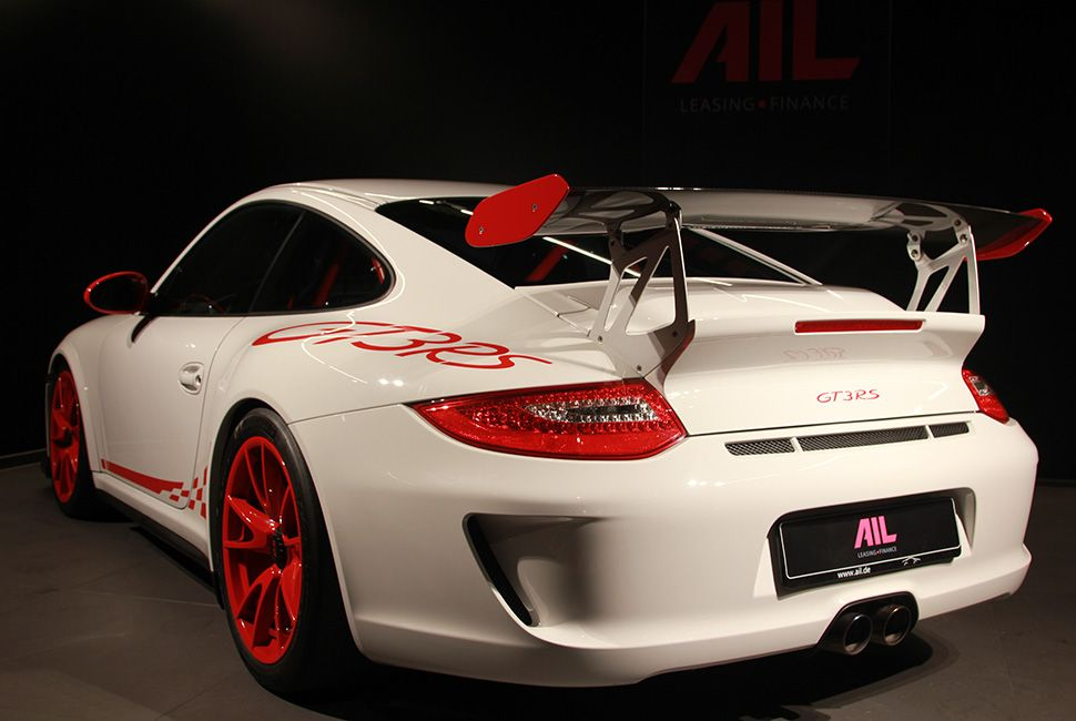 Porsche 911 997 GT3 RS Carreraweiß-Rot hinten schräg links