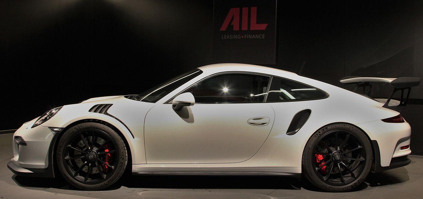 Weiß-Schwarzer Porsche 911 991 GT3 RS Seitenaufnahme links