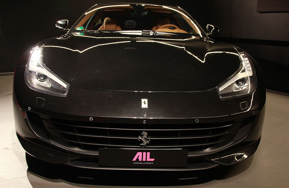 Ferrari GTC4Lusso schwarz Frontansicht