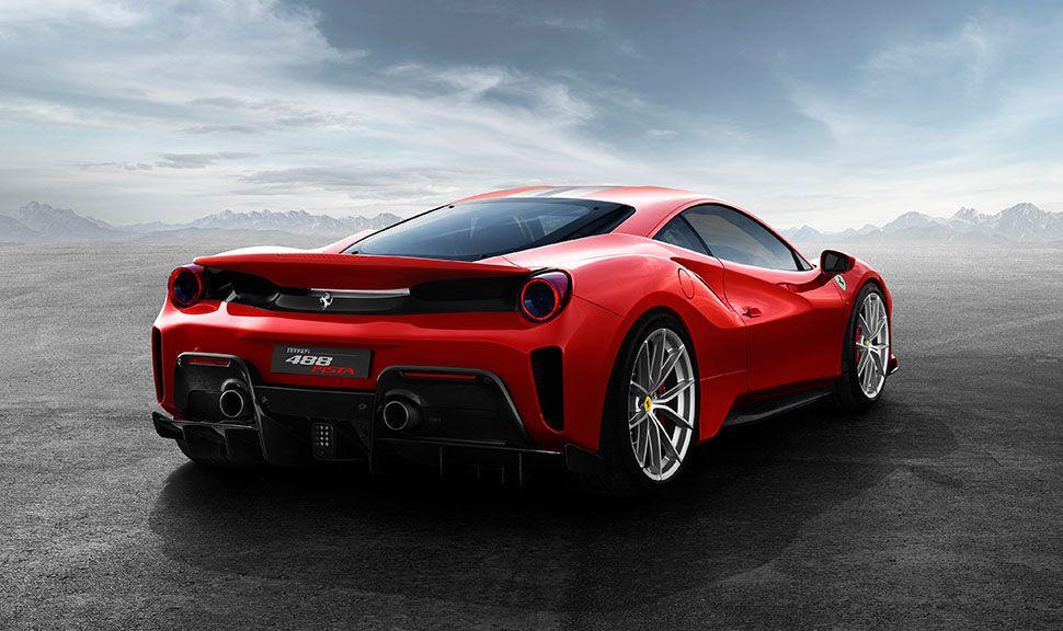 Ferrari 488 pista Heckansicht schräg rechts