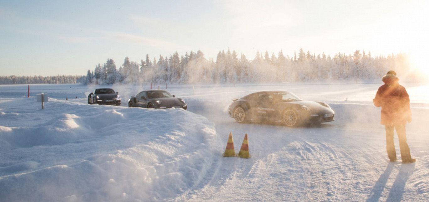 Porsche 911s im finnischen Schnee