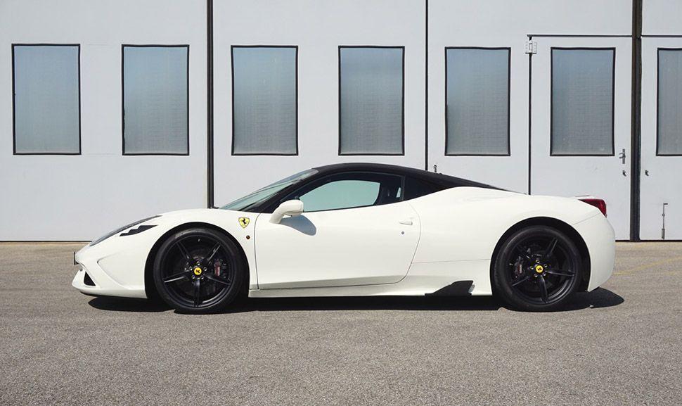 Weiß-Schwarzer Ferrari 458 Speciale