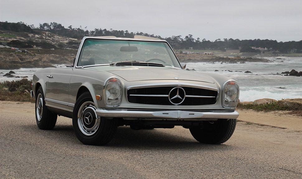 Grauer Mercedes 280 SL geparkt an Aussichtspunkt am 17 Mile Drive