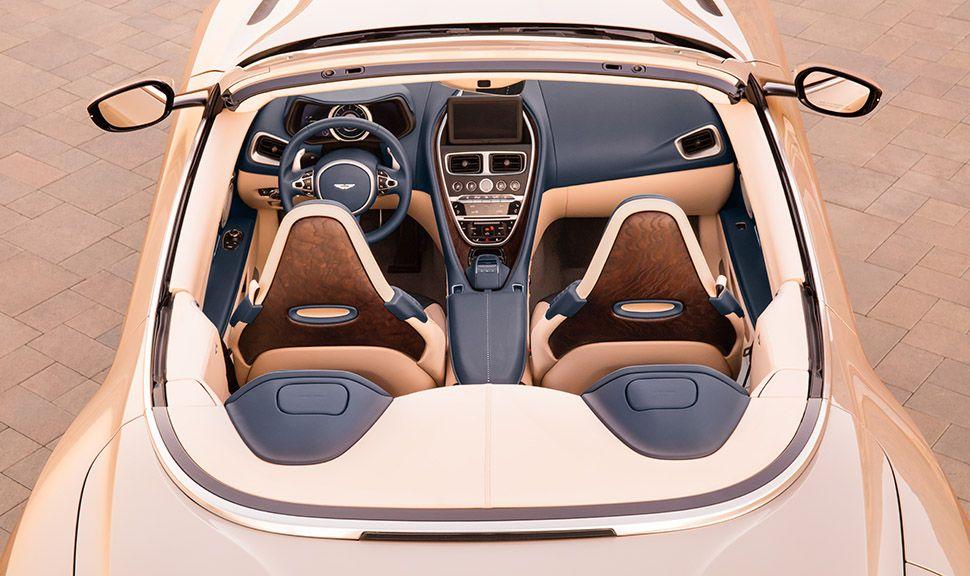Aston Martin DB11 Volante Blick in den geöffneten Innenraum von oben