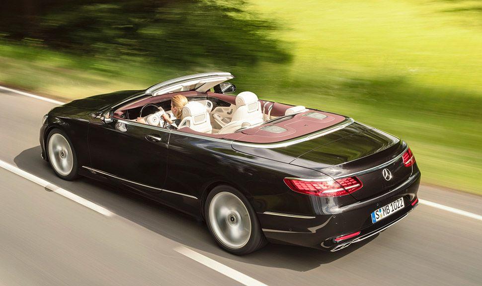 Mercedes S-Klasse Cabrio offen fahrend von schräg links hinten oben