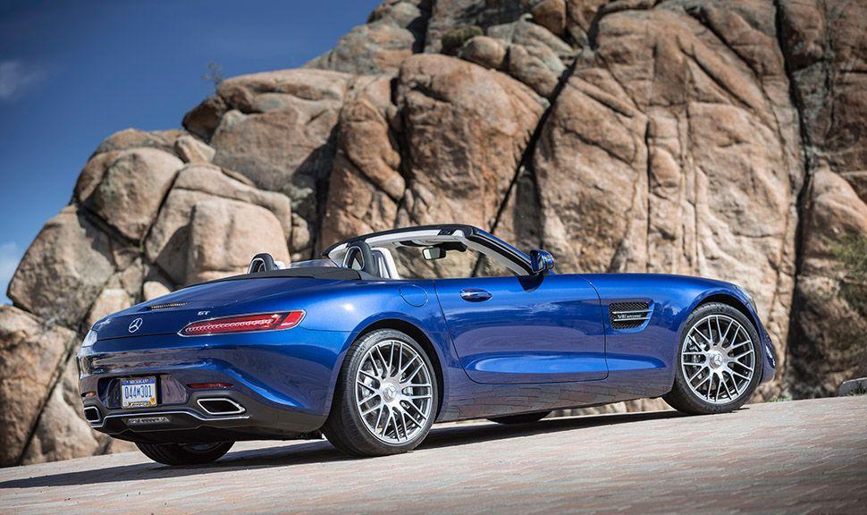 Mercedes AMG GT Roadster blau schräg rechts hinten parkend