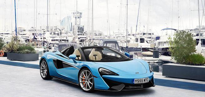 McLaren 570S Spider in einer Marina geparkt
