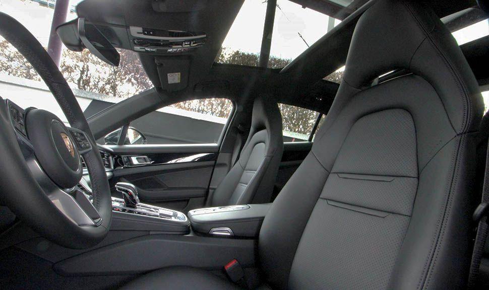 Porsche Panamera 4S Diesel Innenraum durch die Fahrertür gesehen