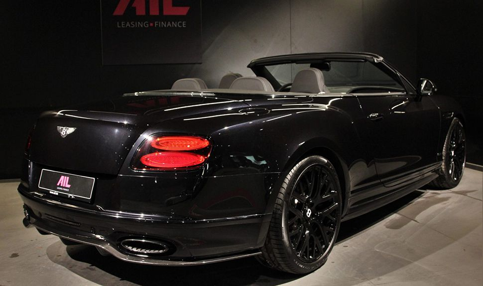 Das Heck des Bentley Continental Supersports Convertible in der Garage von AIL