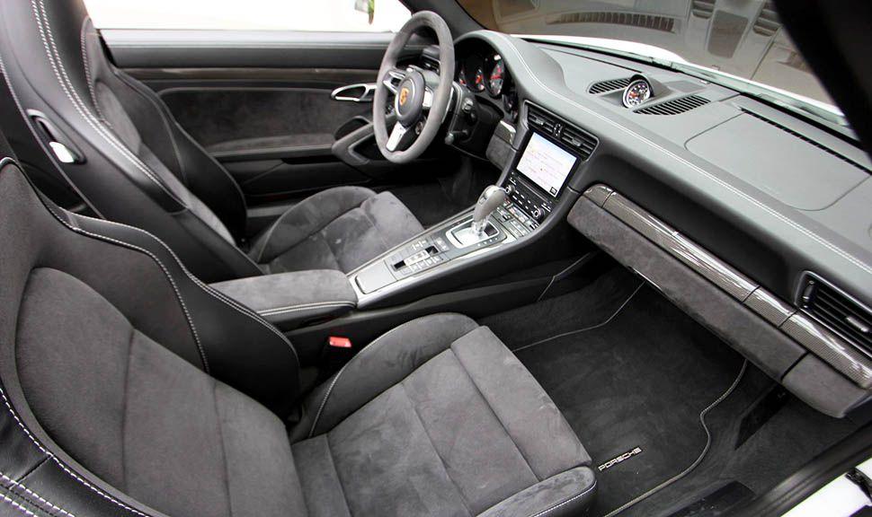 Porsche 911 Carrera 4 GTS Cabrio Weiß Innenraum Schwarz