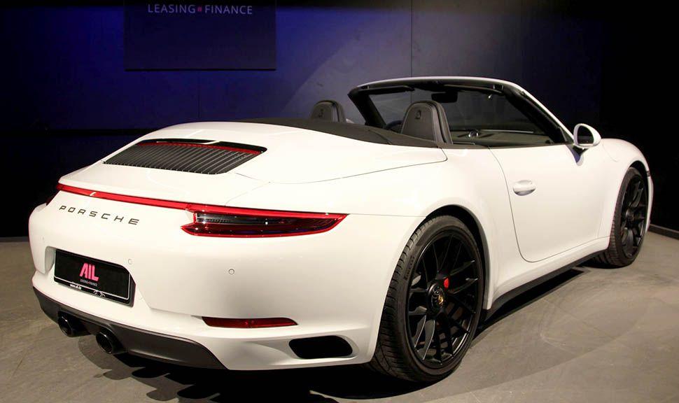 Porsche 911 Carrera 4 GTS Cabrio Weiß schräg rechts hinten