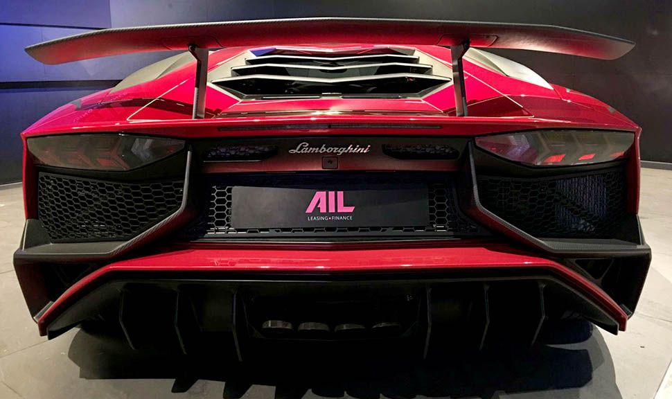 Das Heck des Lamborghini Aventador LP750-4 Superveloce Rot
