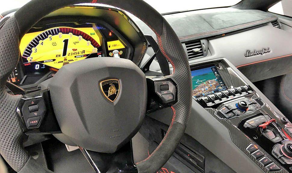 Lamborghini Aventador LP750-4 Superveloce Cockpit