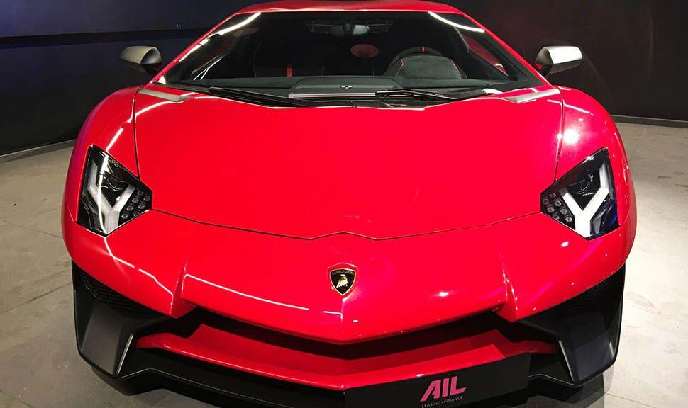 Front des Lamborghini Aventador LP750-4 Superveloce Rot