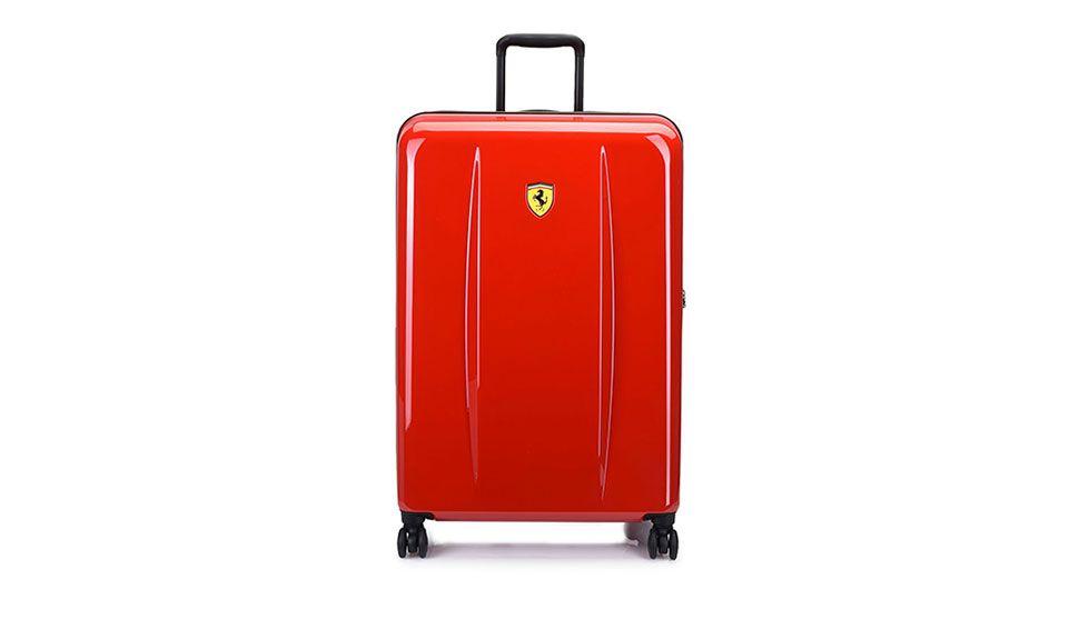 Frontansicht des Trolley-Hartschalenkoffers mit Ferrari-Abzeichen