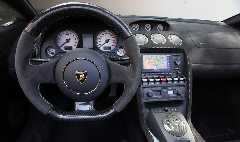 Lamborghini Gallardo LP570-4 Performante Spyder Cockpit