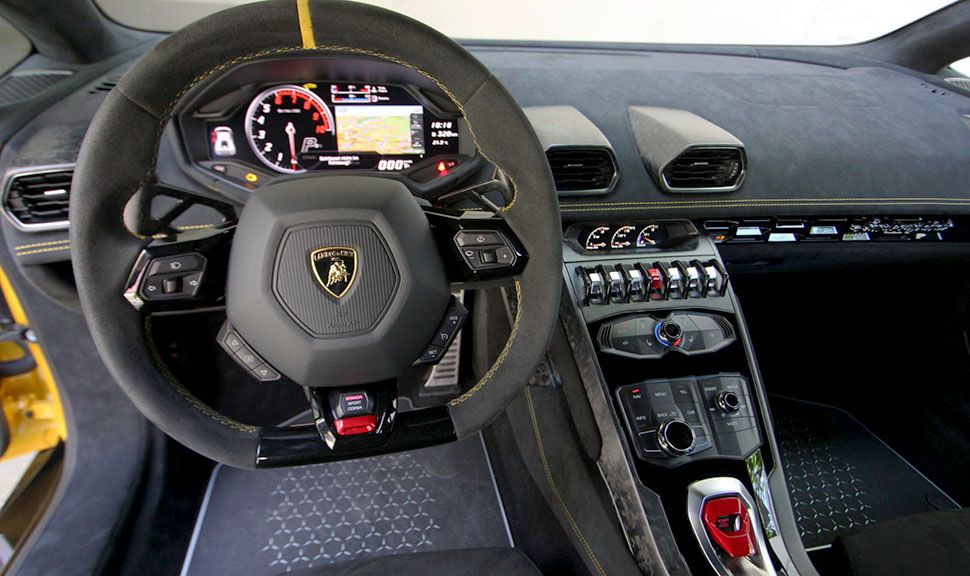 Lamborghini Huracán Performante LP640-4 Cockpit
