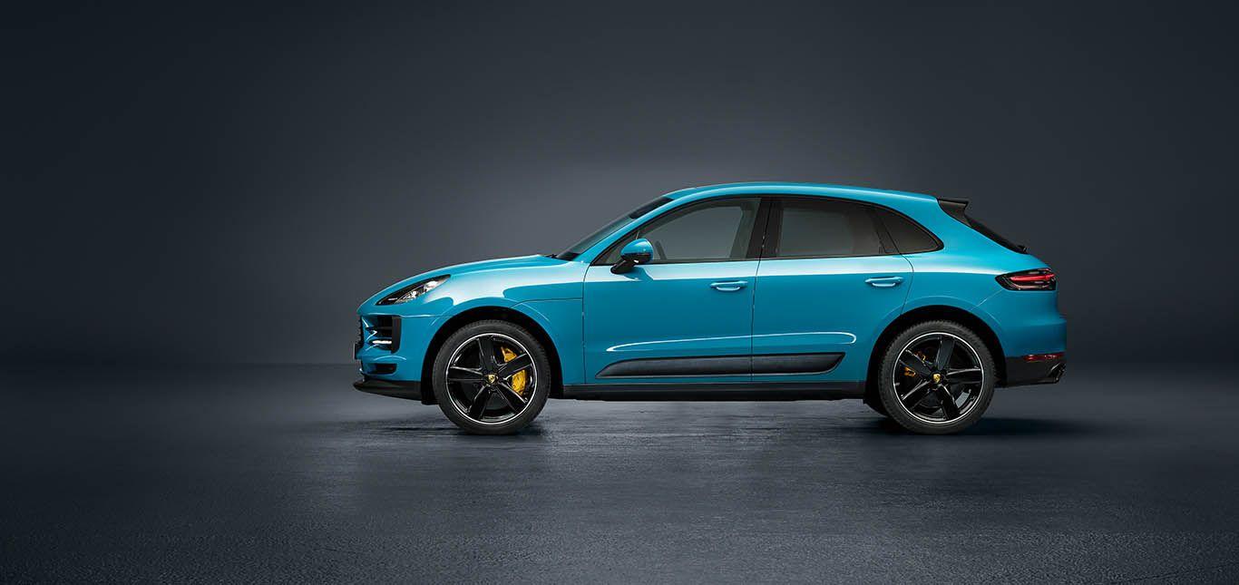 Porsche Macan Facelift Miami Blau frontale Seitenaufnahme links