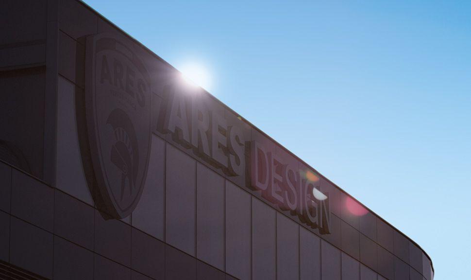 ARES Design Logo am Fabrikgebäude