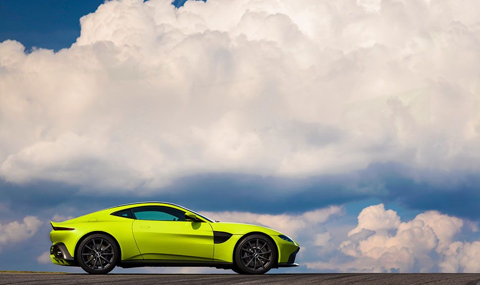 Seitenansicht des Aston Martin Vantage