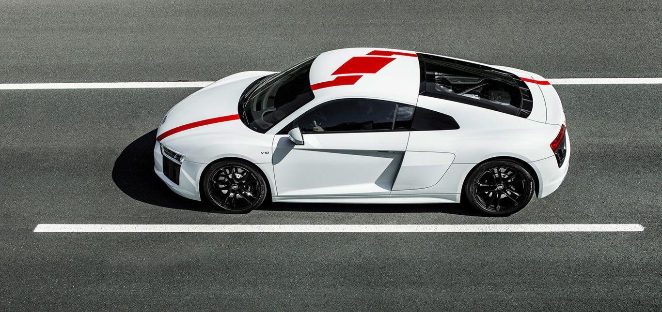 Audi R8 RWS schräg oben seitlich auf Rennstrecke stehend
