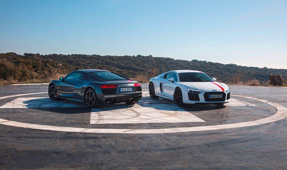 Zwei Audi R8 RWS versetzt stehend