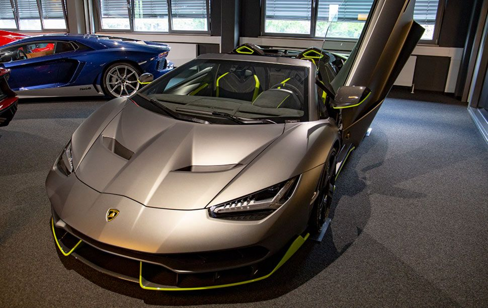 Lamborghini Centenario vorn links Fahrertür offen