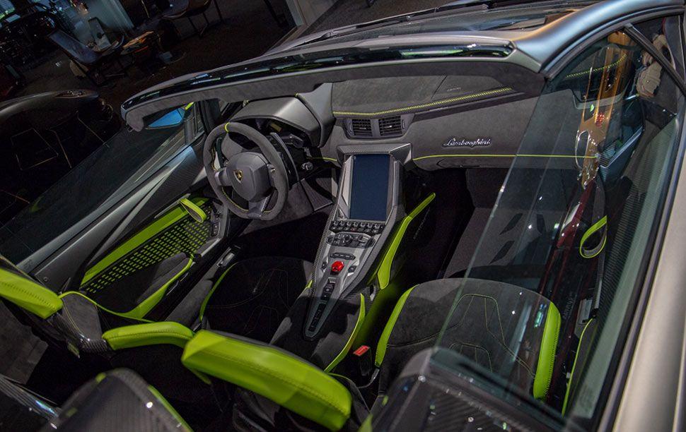 Lamborghini Centenario Cockpit von oben rechts hinten