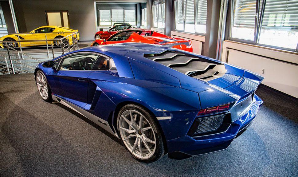 Lamborghini Aventador Miura Homage Blau schräg links hinten