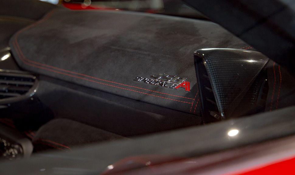 Detailaufnahme Armaturenbrett Ferrari 458 Speciale Aperta