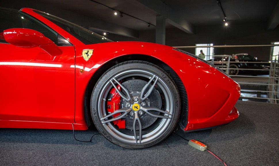 Ferrari 458 Speciale Aperta Detailaufnahme rechter Vorderwagen mit Rad