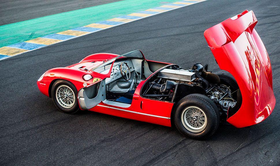 Seitenansicht und Motor des Ferrari 275 P