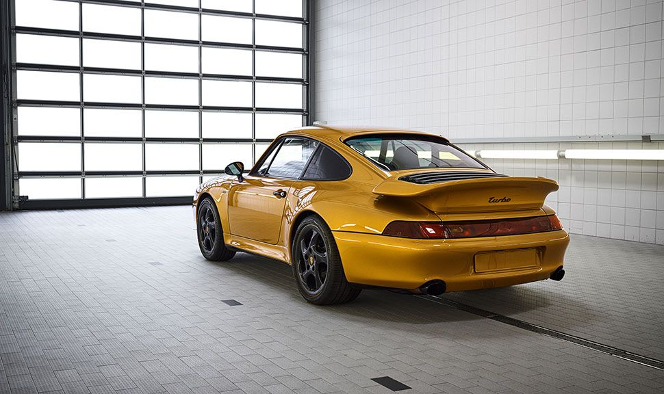 Porsche 993 turbo Gold schräg links hinten