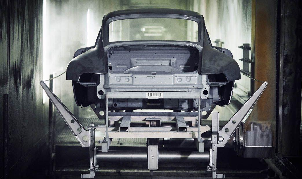 Porsche 993 turbo Gold Karosserie in Fabrik vor Lackierung